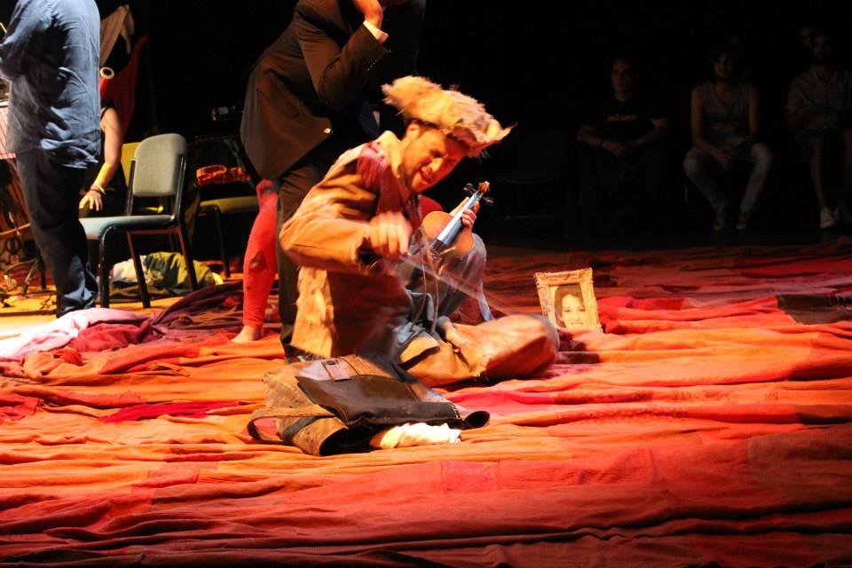 Ayudante de dirección de Alfonso Zurro en Historia de un soldado. Teatro Central (Sevilla). Mayo 2014 (1)