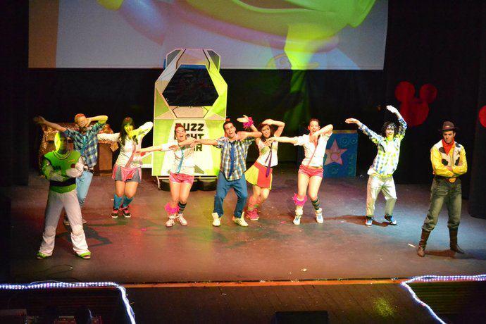 Bailarina en Show mágico de Disney. Coreografía Emi G.Teatro Alcalá de Guadaira (Sevilla). Diciembre 2009.