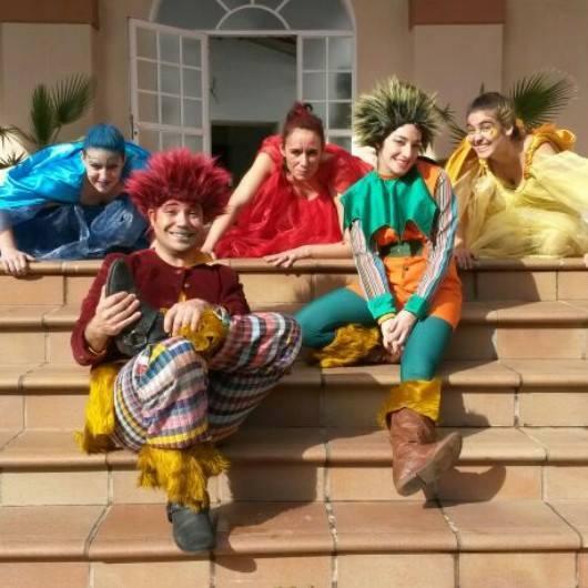 Bailarina y coreógrafa en Navidad sin regalos. Coproducción La Oveja y Rya Espectáculos. Fundación Caja Sol (Jerez). Enero 2014.