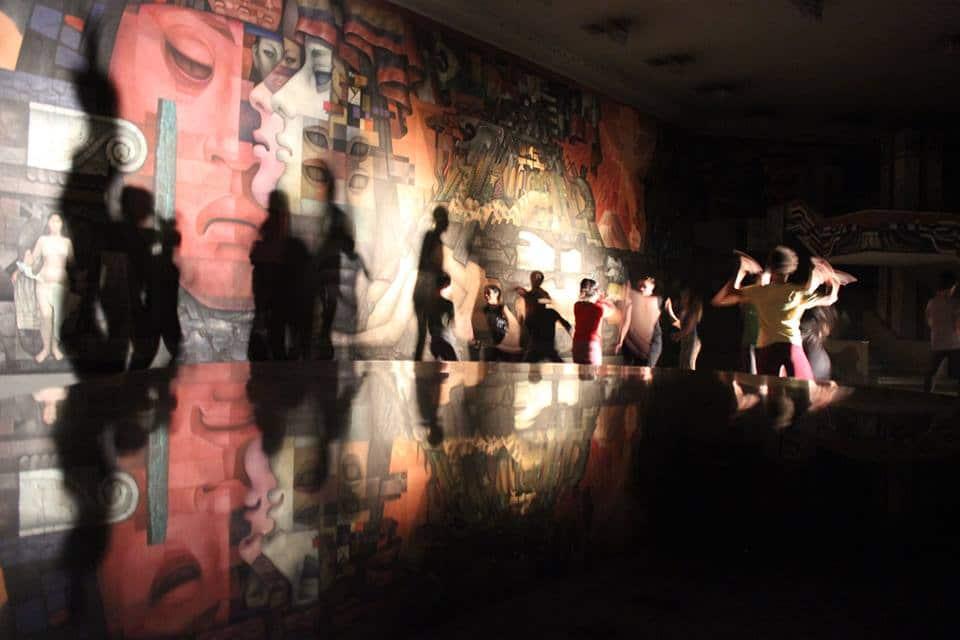Intérprete en la performance de Jéssica Walker en Pinacoteca. Concepción (Chile). Octubre 2014