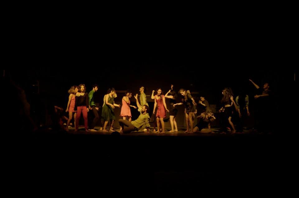 Actriz y bailarina en la Muestra Final de los miembros de EMFOCO 3. Artistas del Acero. Concepción (Chile). Diciembre 2014.